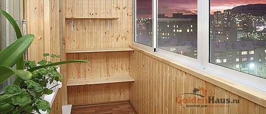 Отделка балкона деревянной вагонкой.
